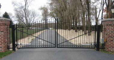 Residential and Commercial Fence Installers